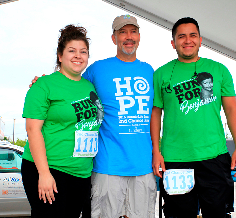 Lisa and Manuel pose for a photo with Kevin Myer, LifeGift's president and CEO, after being recognized as one of the largest teams during the 2016 Donate Life Texas 2nd Chance Run in Fort Worth.